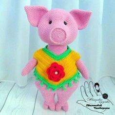 Бесплатный мастер-класс по вязанию милой свинки крючком от Мизиновой Екатерины. Высота вязаного поросенка примерно 32 см. Данная игрушка станет отличн…