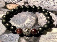 Handgefertigtes Herren-Armband aus Onyx matt und Granat mit Chinesischem Drachen aus Silber 925. Ein echtes Unikat. Shops, Beaded Bracelets, Jewelry, Fashion, Kite, Handarbeit, Moda, Tents, Jewlery