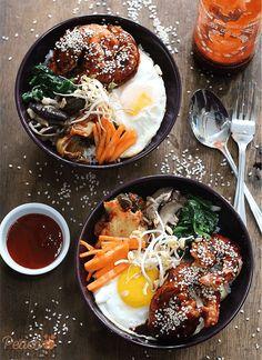 Crispy Shrimp Bibimbap Bowls With Shrimp Shells Gochujang Honey Garlic Vinegar Flour Water Cornstarch Oil Fresh Spinach Garlic Shiitake Mushroom Garlic Carrots Kimchi Beansprouts Cooked Rice Fried Egg Sriracha Sesame Seeds Bibimbap Bowl, Korean Bibimbap, Seafood Recipes, Cooking Recipes, Cooking Pasta, Asian Recipes, Healthy Recipes, Easy Japanese Recipes, Spinach Recipes