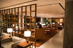 Sitzbereich in der Cathay Pacific First Class Lounge \