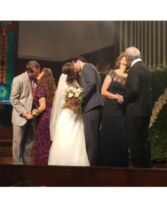 Beautiful wedding and 3 beautiful couples!we would like to thank for sending us some more wedding pictures! Jinger Duggar, Jill Duggar, Duggar Girls, Duggar Wedding, Jeremy Vuolo, Dugger Family, Bates Family, 19 Kids And Counting, Beautiful Couple