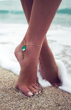 Aqua Gemstone Anklet ♥ looks great! Jewelry Box, Jewelry Accessories, Fashion Accessories, Jewelry Making, Jewlery, Beach Jewelry, Summer Accessories, Jewelry Trends, Boho Jewelry