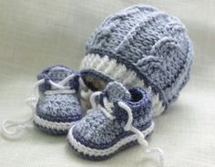 Baby Knitting Patterns Booties Beautiful little baby bootees 4 baby not knowing d sex Crochet Baby Boy Hat, Baby Boy Hats, Booties Crochet, Crochet Baby Clothes, Crochet For Boys, Crochet Shoes, Crochet Slippers, Love Crochet, Baby Knitting