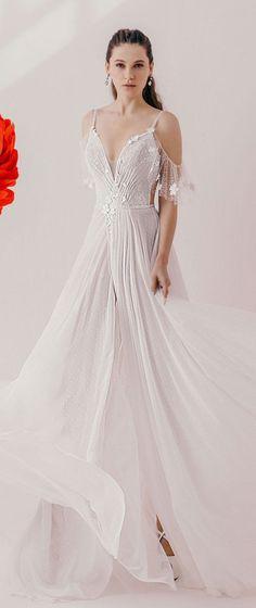Wedding Dress : Irena Burshtein