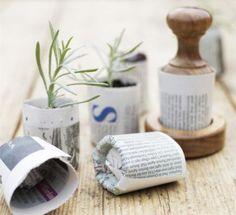 DIY: krukmakaren för små planteringskrukor av tidningspapper