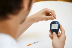 The aim of diabetes treatment is to bring blood sugar as close to normal as possible. What are normal levels of blood sugar, and how can you achieve them? Causes Of Diabetes, Types Of Diabetes, Diabetes Food, Diabetic Breakfast, Diabetic Snacks, Diabetic Recipes, Normal Blood Sugar Level, Home Remedies, Tecnologia