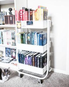 books, books, and more books: Photo Bookshelves In Bedroom, Library Bookshelves, Bookshelf Inspiration, Room Inspiration, Room Ideas Bedroom, Bedroom Decor, Home Library Design, Book Organization, Home Libraries