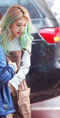 She dyed her hair green n teal?????? It looks nice