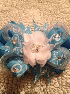 Blue swirl pearl stacked bow with flower center