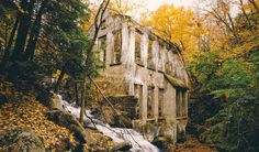 You Must Make A Trip To These Beautiful Ruins That Are Just 30 Minutes Outside Of Ottawa featured image Haunted Places, Abandoned Places, Ottawa Parks, Ottawa Canada, Ottawa Ontario, Discover Canada, Beautiful Ruins, Canada Travel, Canada Trip