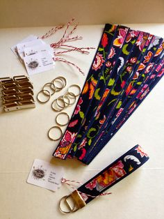 Super easy key fobs cost 91 cents each i made one for the ladies at my table as a welcome gift Fabric Crafts, Sewing Crafts, Sewing Projects, Sewing Hacks, Sewing Tutorials, Crafts To Make And Sell, Diy Projects To Sell, Creation Couture, Welcome Gifts