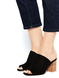 These tall order mule sandals in black suede look just fabulous with painted black toes and cropped jeans Black Toe, Black Suede, Cute Shoes, Me Too Shoes, Women's Shoes, Fashion Beauty, Girl Fashion, Womens Fashion, Mule Sandals