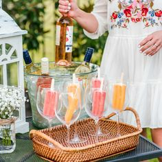 Easy and Refreshing Way to Serve Wine at a Barbecue – Life of Alley Easy and Refreshing Way to Serve Wine at a Barbecue Wine Bottle in ice Popsicles in Glass Party Drinks, Wine Drinks, Cocktail Drinks, Cocktail Recipes, Alcoholic Drinks, Beverages, Birthday Drinks, Luau Birthday, Ginger Cocktails