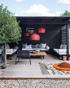 Home Terrace Garden Inspirations Small Backyard Landscape Design to Make Yours Perfect Beautiful Addition To Every House, fences for the terrace, see them, and you might find some creative idea. Terrace Design, Patio Design, Garden Design, Home Design, Modern Design, Outdoor Rooms, Outdoor Decor, Outdoor Lounge, Outdoor Living Spaces