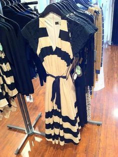 i just stumbled upon this cool website, and found this adorable dress!  Isn't it great?  Louisa Ellis