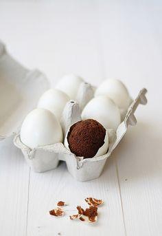Brownie en cáscara de huevo by SandeeA Cocina, via Flickr
