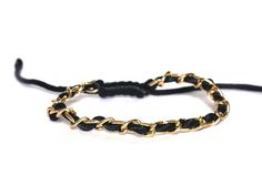 Leuke trendy armband van satijnkoord geweven met jasseron. Leuk in combinatie met andere armbandjes uit de webshop. In maat verstelbaar. http://bylieske.biedmeer.nl/bracelet-small-chain-diverse-kleuren