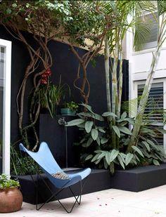 Mur peint extérieur pour animer une terrasse.
