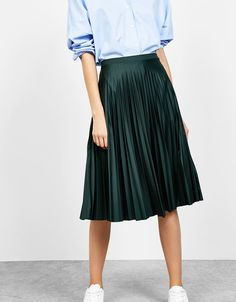 Φούστα πλισέ «γραμμή Α» ματ. Ανακαλύψτε το μαζί με πολλά άλλα ρούχα στο Bershka, με νέες παραλαβές κάθε εβδομάδα.