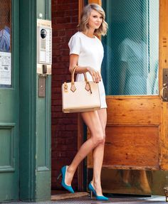 Taylor Swift Steps Out In N.Y.C. Wearing Sarah Jessica Parker's Shoes