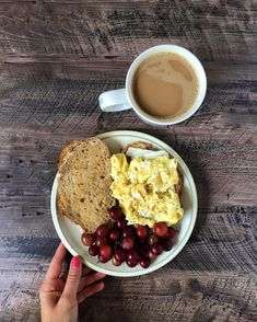 Healthy meal prep, healthy cooking, healthy drinks, healthy eating, healthy r Healthy Meal Prep, Healthy Drinks, Healthy Snacks, Healthy Recipes, Eating Healthy, Healthy Cooking, Egg And Cheese Sandwich, Breakfast Recipes, Snack Recipes
