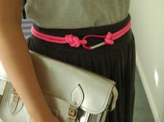 One of the biggest trends in the accessories world for the next season is the rope belt. Many fashion stylists are already using it in their fall designs, but they are saying that this trend will s… Diy Fashion, Fashion Bags, Ropa Upcycling, Diy Belts, Nautical Rope, Red Belt, Summer Essentials, Diy Accessories, Diy Clothing