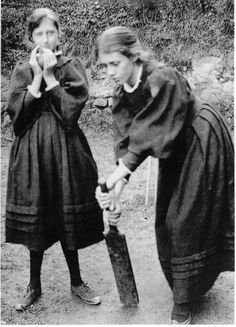 Virginia Woolf and Vanessa Bell playing cricket.