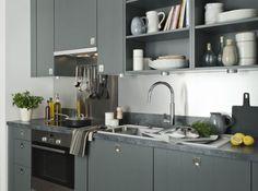 Cette cuisine contemporaine toute en longueur optimise l - Decoration des petites cuisines ...
