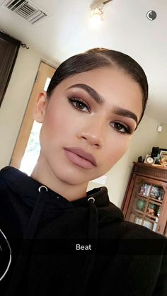 Why Zendaya's Morning Makeup Routine Is the Ultimate Form of Self-Expression - Beauty Make-Up Nude Makeup, Beauty Makeup, Hair Makeup, Subtle Makeup, Makeup Contouring, Makeup Eyebrows, Eye Brows, Neutral Makeup, Makeup Cosmetics