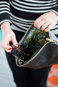 DIY leather foldover clutch (click through for free #sewing tutorial!)