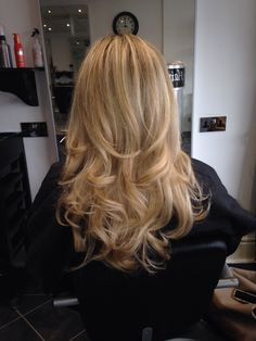 High/lights cut and bouncy blow dry