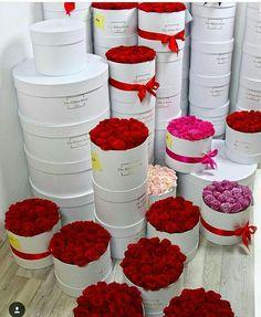 Francois J. Amazing Flowers, Love Flowers, Beautiful Roses, Wedding Flowers, Flower Box Gift, Flower Boxes, Bouquet Box, Flower Boutique, Box Roses