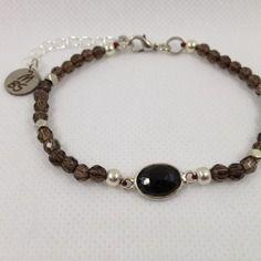Bracelet  boho entièrement fait main pierres semi-précieuses quartz fumé et spinelle.