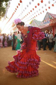 Los mejores looks en el primer día de la Feria de Abril 2019 Manolo Blahnik, Virginia Troconis, Paula Ordovás, Sacred Art, Spanish Style, Textile Design, Fashion Dresses, Dance, Andalucia