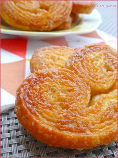fast palms with purchased puff pastry Sweet Pastries, French Pastries, Desserts With Biscuits, French Desserts, Biscuit Cookies, Pastry Cake, Food Inspiration, Sweet Recipes, Cookie Recipes