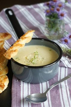 Zupa-krem z cebuli z paluchami z ciasta francuskiego Fondue, Cheese, Ethnic Recipes, Fit, Beauty, Bending, Shape, Beauty Illustration