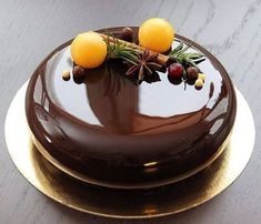 37 ideas cake chocolate glaze for 2019 Pear And Almond Cake, Almond Cakes, Mini Cakes, Cupcake Cakes, Chocolate Cupcakes Decoration, Cake Recipes, Dessert Recipes, Decoration Patisserie, Fancy Desserts