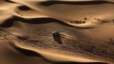"""Desierto de Gobi. La respuesta es una mezcla de razones geográficas y económicas: la ubicación de las montañas, la falta de lluvias y la peligrosa mano del hombre.  """"De forma natural, los desiertos se originan por unas cuestiones climáticas o de morfología que hacen que algunas regiones del planeta no reciban la cantidad de agua (precipitaciones) suficiente para producir alguna vegetación"""", dijo Wim Cornelis, eremólogo (especialista en ciencia de los desiertos) de la Universidad de Gent, a…"""
