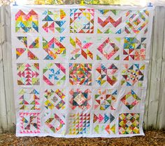 Best.Bee.Quilt.Ever. by kelbysews, via Flickr  Great idea not only for a bee quilt but also for HST