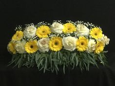 Altar Flowers, Church Flowers, Funeral Flowers, Simple Flowers, Love Flowers, Diy Flowers, Wedding Altars, Altar Decorations, Different Plants