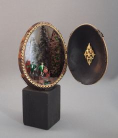 Hunting Scene Diorama, OOAK Gift for Him, Faberge Egg covered with Turkey… Egg Shell Art, Carved Eggs, Unique Gifts For Him, Turkey Feathers, Hunting Gifts, Egg Crafts, Faberge Eggs, Christmas Scenes, Christmas Ornaments