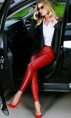 Red High heels and leather pants. Sexy Leggings Outfit, Legging Outfits, Shiny Leggings, Leggings Fashion, Leggings Are Not Pants, Leather Pants Outfit, Leather Trousers, Fashion Moda, Look Fashion