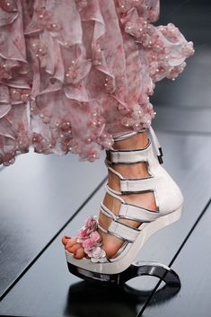 Alexander McQueen Spring 2015 Ready-to-Wear Fashion Show Details