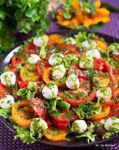 Pomidory. Lunch. Dressing. Sałatka z pomidorów, z mozarellą i sosem koperkowym. | Smaczna Pyza Caprese Salad, Cobb Salad, Party Food And Drinks, Grilling, Vegetables, Cooking, Ethnic Recipes, Lunch, Blog