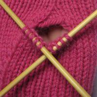 Lisäyskiilan silmukat on siirretty puikoilla. Handicraft, Mittens, Knitted Hats, Knitting, Crochet, Diy, Tricot, Gloves, Hands