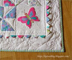 http://katrosblog.blogspot.cz/   Love that easy flower/butterfly quilting of the border