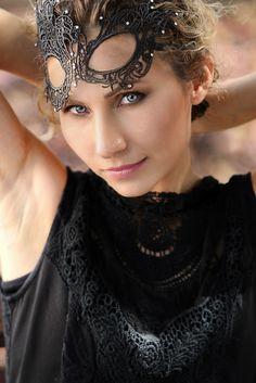 האיפור המצוין של ילנה מכלוב והעיניים התכולות של אנה זו בהחלט תמונה מנצחת