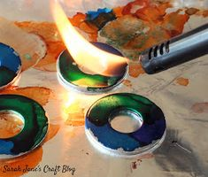 Flamed alcohol ink on steel washers. Alcohol Ink Jewelry, Alcohol Ink Glass, Alcohol Ink Crafts, Alcohol Ink Painting, Alcohol Inks, Alcohol Ink Tiles, Washer Crafts, Fun Crafts, Diy And Crafts
