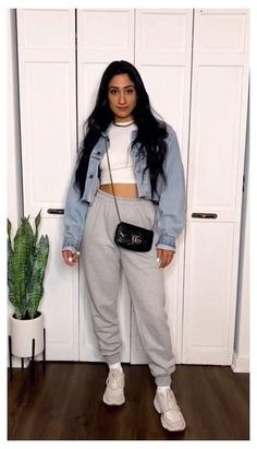 Indie Outfits, Retro Outfits, Girl Outfits, Vintage Outfits, Cute Comfy Outfits, Stylish Outfits, Cute Outfits With Sweatpants, Winter Fashion Outfits, Summer Outfits
