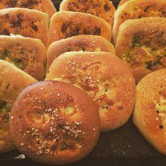 Mini Focaccia brød! – H J E M M E L A G A Baking, Fruit, Eat, Mini, Bread Making, Patisserie, Backen, The Fruit, Bread